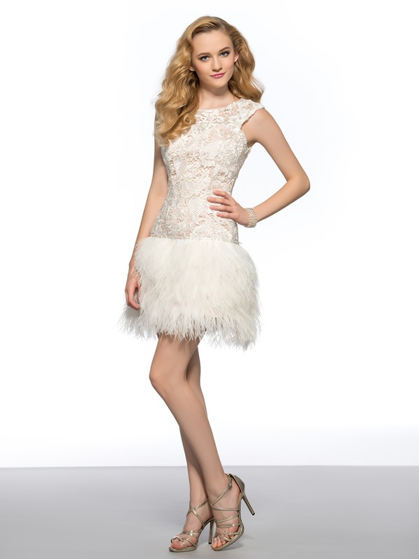 Vogue Scoop Neck Lace Backless Column Short Homecoming/Cocktail Dress