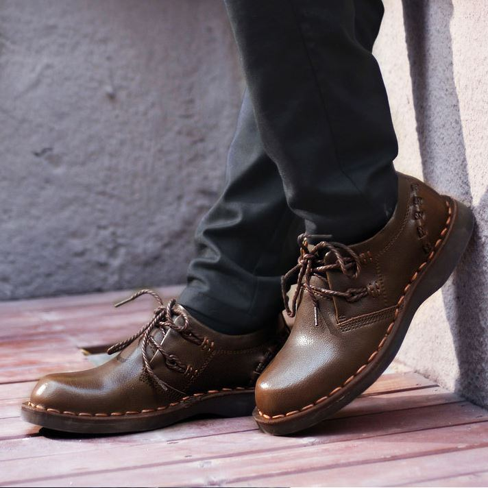 Plain-Toe Solid Color Lace-Up Derbies