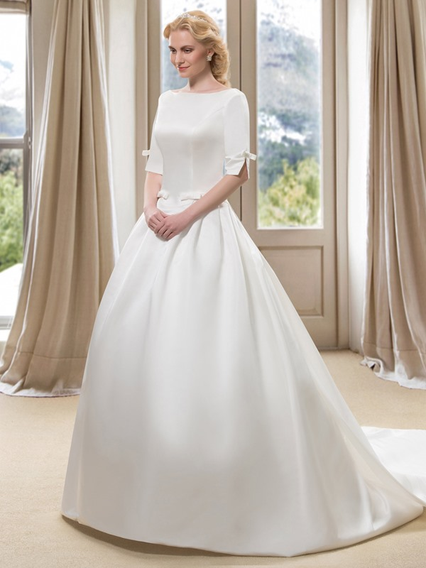 Modest Bateau Neck Short Sleeve Ball Gown Wedding Dress with Watteau Train