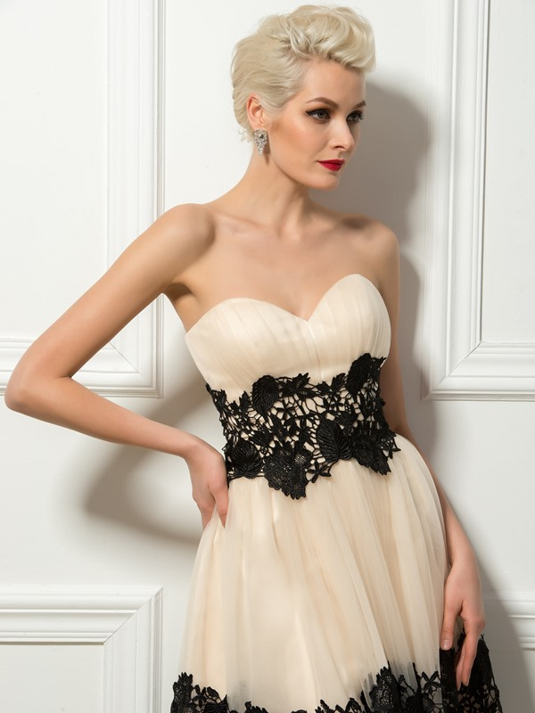 Sweetheart Lace A-Line Knee-Length Cocktail Dress