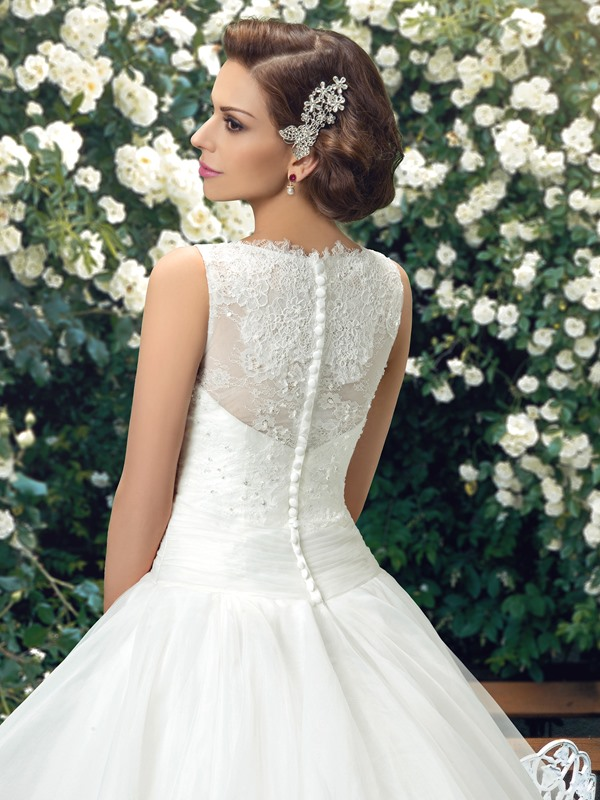 Eye-catching Lace Jewel Neck Ruffles Wedding Dress