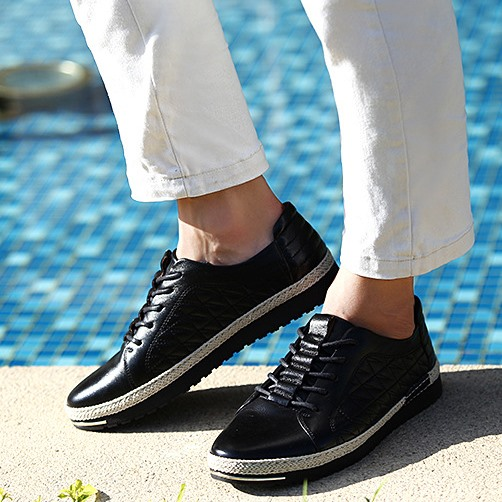 Solid Color Quilted Lace-Up Sneakers(Free Shipping)