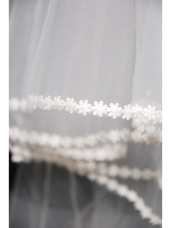 Fingertip Wedding Bridal Veil with Lace Applique Edge