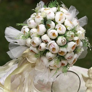 Pure White Silk Cloth Bud Wedding Bouquet for Bride with Yellow Pistil