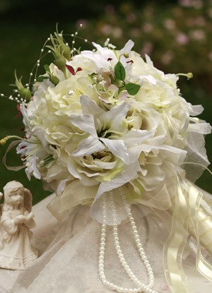 Gorgeous Yellow-white Silk Cloth Wedding Bridal Bouquet with White Lily
