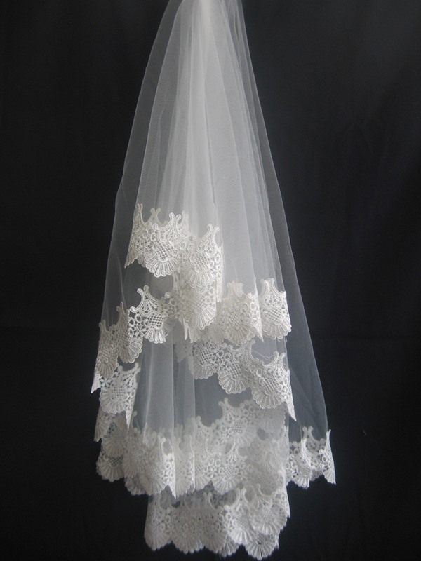 Fingertip Wedding Veil With Lace Applique Edge
