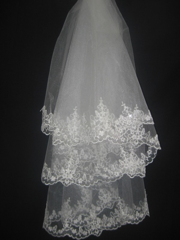 Gorgeous Fingertip Wedding Bridal Veil with Top Grade Lace Flowery Edge
