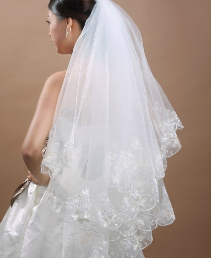 Faddish Waltz Wedding Bridal Veil with Lace Flowery Edge